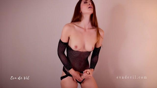 Eva_de_Vil_-_Wank_It_Lick_It_Topless.mp4.00006.jpg