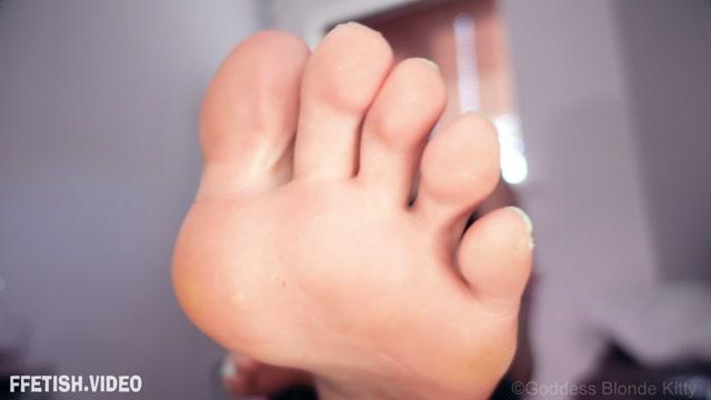 Goddess_Blonde_Kitty_-_Worship_My_Feet.mp4.00004.jpg