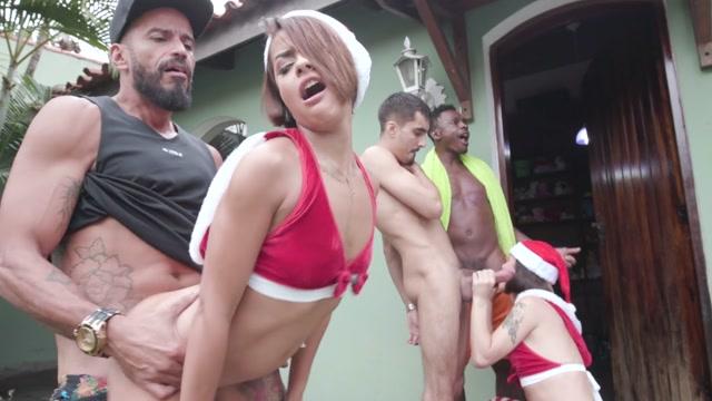 Watch Free Porno Online – LegalPorno presents Yummy Estudio XXXmas Orgy 2020 – hardcore christmas fucking with top latin models YE043 – BTS – 31.12.2020 (MP4, HD, 1280×720)