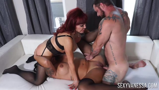 Miss_Demeanor___Sexy_Vanessa_-_In_Family_Threesome___01.09.2020_.mp4.00012.jpg