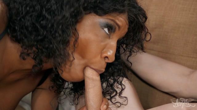 TransAngels_presents_Casey_Kisses___September_Reign_Queens___30.11.2020.mp4.00004.jpg