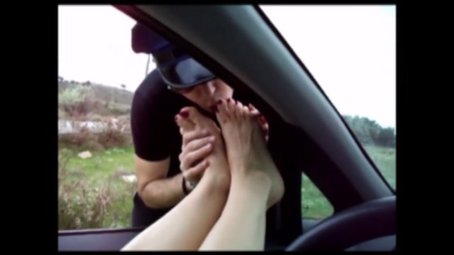 Watch Online Porn – We make our slave cum on our feet in public (MP4, SD, 854×480)