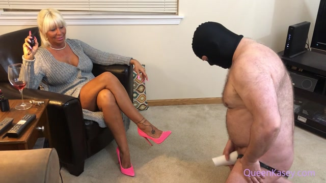 realqueenkasey_19-04-2020_My_cuckold_slave_is_released_from_his_chastity_tube.mp4.00009.jpg