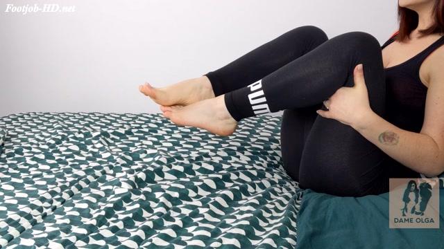 100__Footjob_Barefoot_Footjob_in_Black_Leggings_-_Dame_Olga_s_Fetish_Clips.mp4.00000.jpg