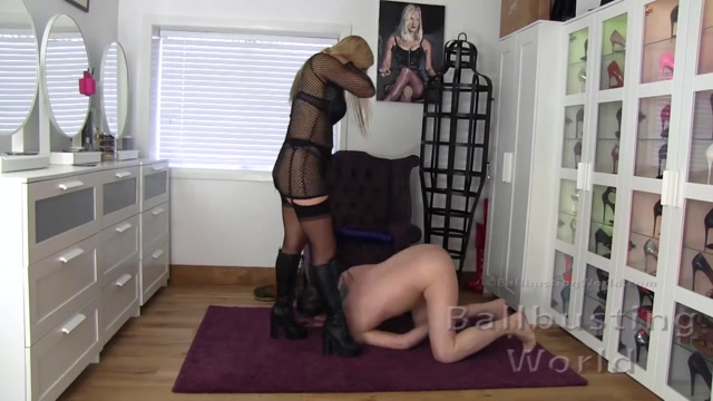 BallBustingWorld_-_Ballbusting_in_DMs_and_Platform_Boots_-_Nikki_Whiplash.mp4.00010.jpg