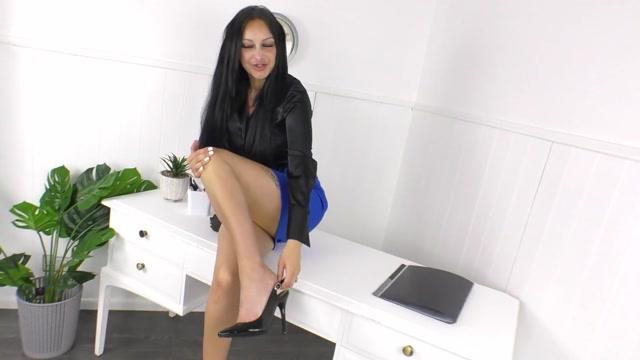 Cassie_Clarke_-_Her_Office_Nylon_Footjob_Makes_His_Cock_Explode.mp4.00000.jpg