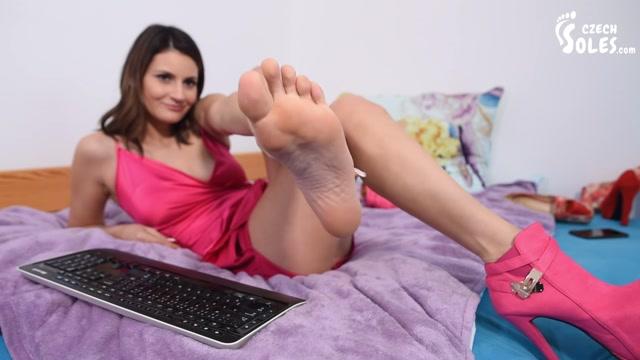 Czech_Soles_-_Webcam_foot_goddess_long_toes_and_high_heels.mp4.00006.jpg