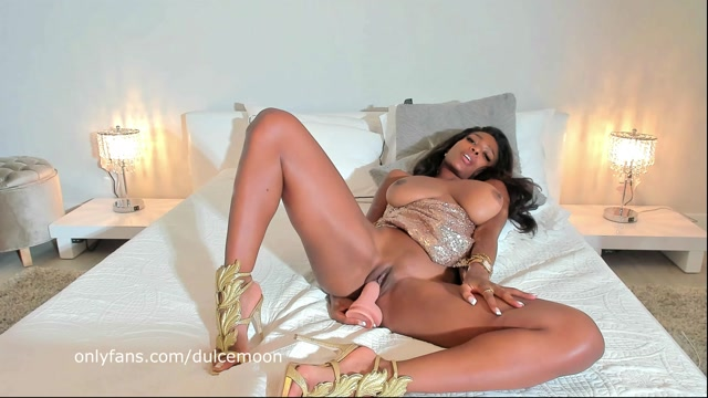 Dulcemoon_in_Moon_in_Gold_outfit_having_fun____14.99__Premium_user_request_.mp4.00013.jpg
