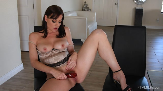 FTVMilfs_presents_Sovereign_Syre_-_Hail_To_The_Queen_2_-_A_Long_Awaited_Return_06.mp4.00010.jpg