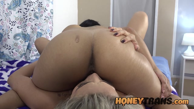 HoneyTrans___Yasmin_de_Castro_Blonde_TS_Bombshell_Yasmin_De_Castro_Finds_Latina_Ass_And_Pussy___04.01.2021.mp4.00006.jpg