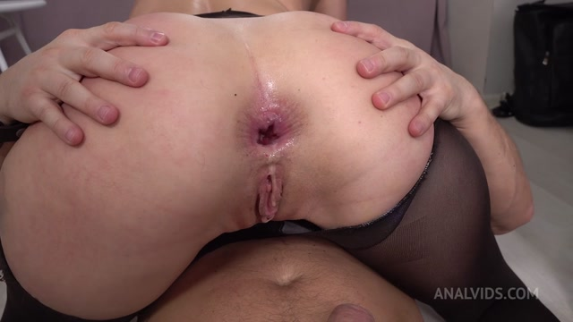 LegalPorno_presents_Carolina_Vogue_Anal_Fucked_Hard_by_Mr._Anderson_s_Big_Cock_VK031___28.01.2021.mp4.00010.jpg