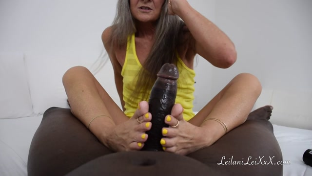 Leilani_Lei_56yo___lady_in_yellow_foot_job.mp4.00007.jpg