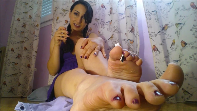 Luna_Aquelarre_-_Painting_Nails__Toes_Ignoring_and_JOI.mp4.00014.jpg