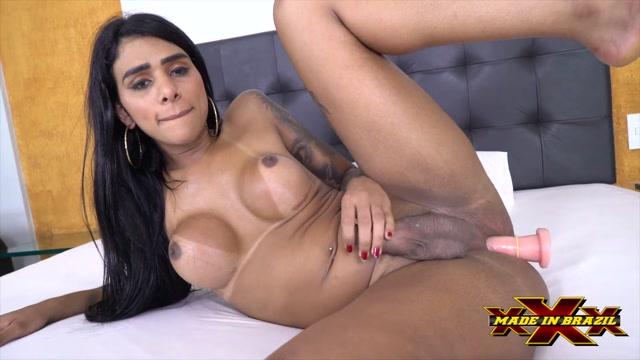 MadeInBrazil_presents_Transex_Masturbation_Julia_Alves.mp4.00008.jpg