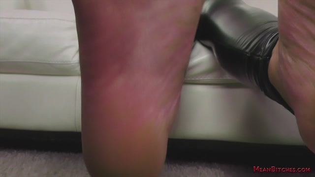 MeanWorld_-_SlaveOrders_-_Brenna_Sparks_Slave_Orders_3.mp4.00004.jpg