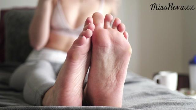 Mistress_Nova_-_Post_Workout_Foot_Ignore.mp4.00015.jpg