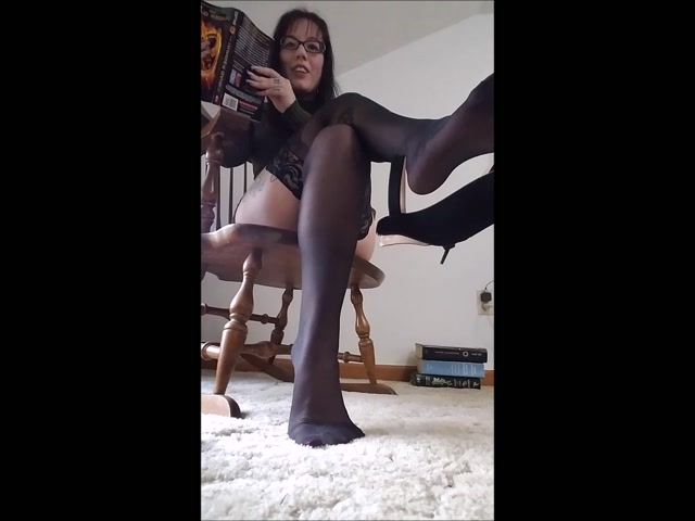 NikkiPresents_-_Librarian_Strappy_Heel_Dangle_and_JOI.mp4.00004.jpg
