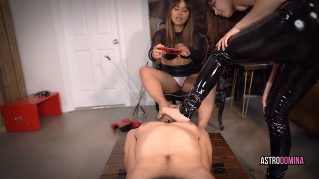Piggys_foot_humiliation_feat_astrodomina.mp4.00013.jpg