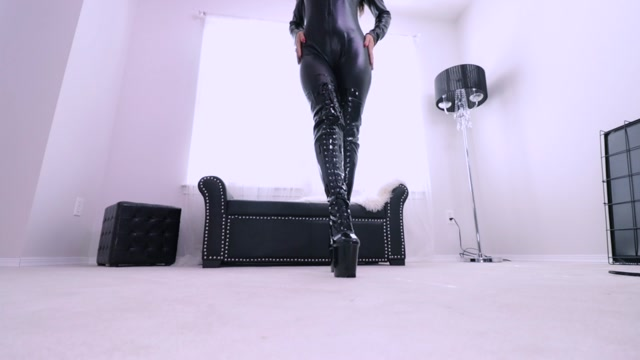 Queen_Regina_-_inhale_and_hold_for_Mistress.mp4.00009.jpg