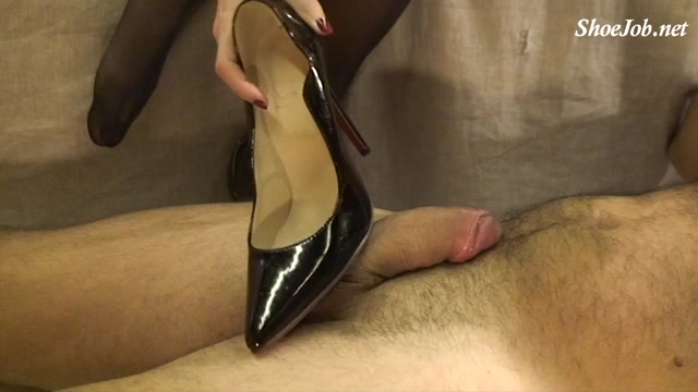 Watch Online Porn – Shoejob With Red Sole Pointed Shoes And Extreme (MP4, SD, 960×540)