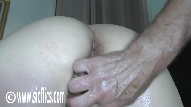 SicFlics_presents_Gang_bang_fist_fucking_Eva___07.01.2021.mp4.00012.jpg