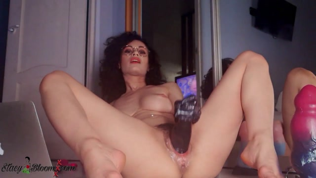 Stacy_Bloom_self_fisted_pussy_with_rubber_glove.mp4.00008.jpg