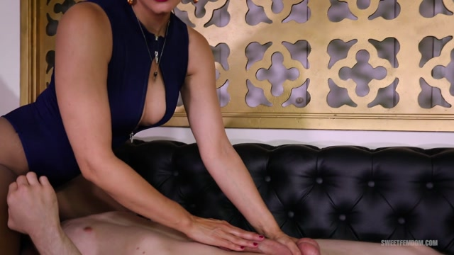 SweetFemdom_presents_Penny_Barber__Sam_Solo_-_THE_GOOD_INTERN___14.01.2021.mp4.00010.jpg