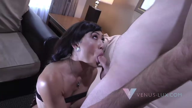 Venus_Lux_College_Boy_Gets_Stuffed.mp4.00009.jpg