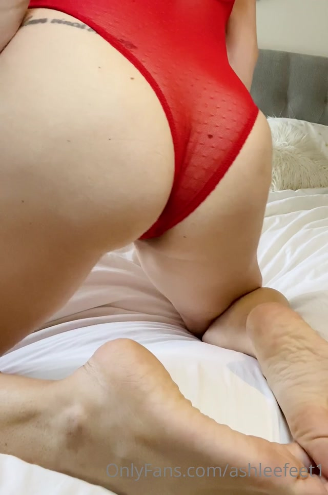 ashleefeet1_28-10-2020_First_ass_wiggle_.mp4.00002.jpg
