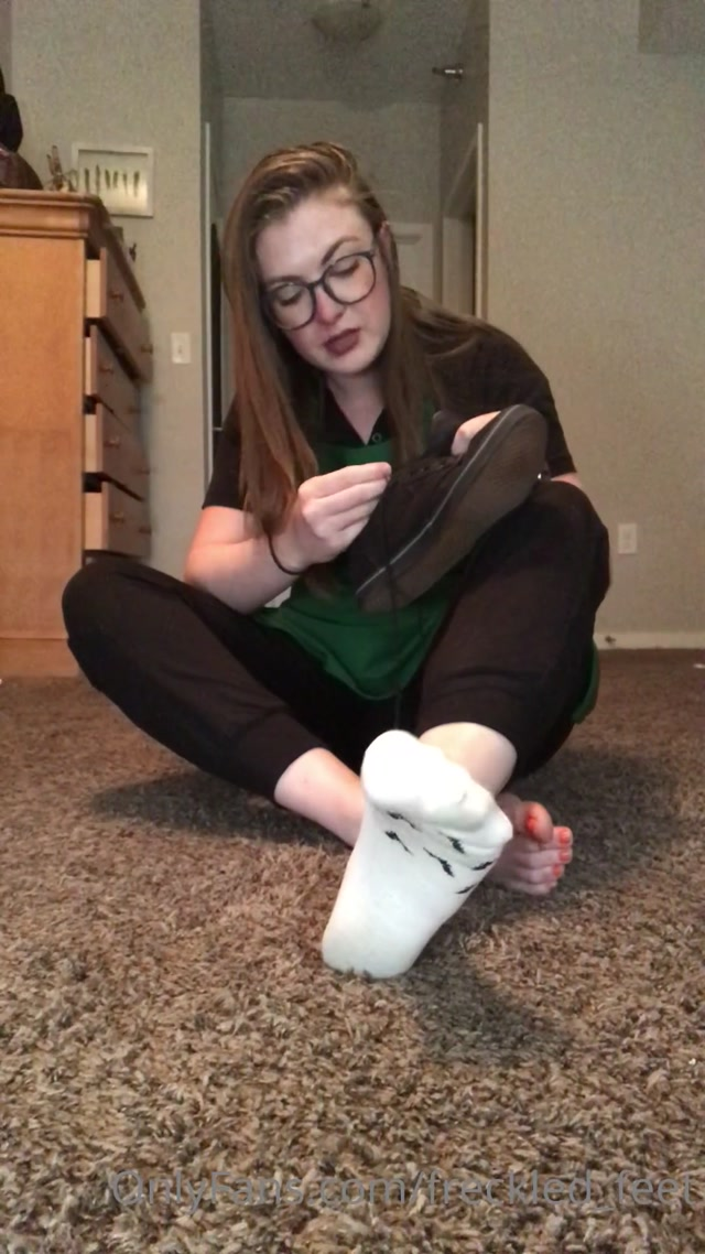 freckled_feet_25-10-2020-146375674-Ever_wondered_what_a_baristas_shoes_socks_smell.mp4.00011.jpg