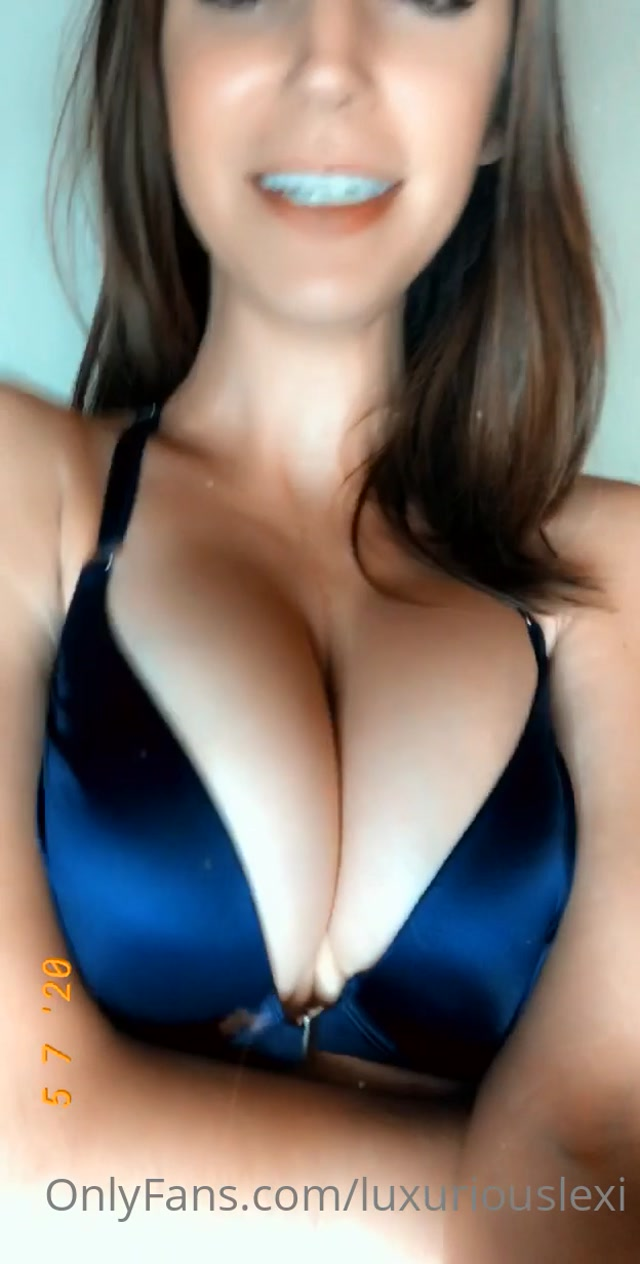 luxuriouslexi_05-07-2020-76124400-I_couldn_t_resist_but_to_film_a_clip_in_this_bra_Loo.mp4.00008.jpg