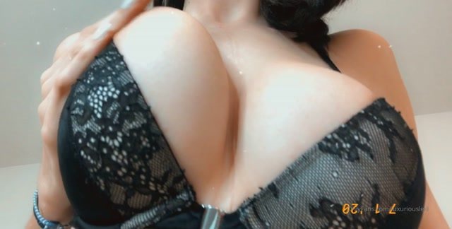 luxuriouslexi_09-01-2020-18376808-Worship_every_inch_of_My_Goddess_body..mp4.00012.jpg