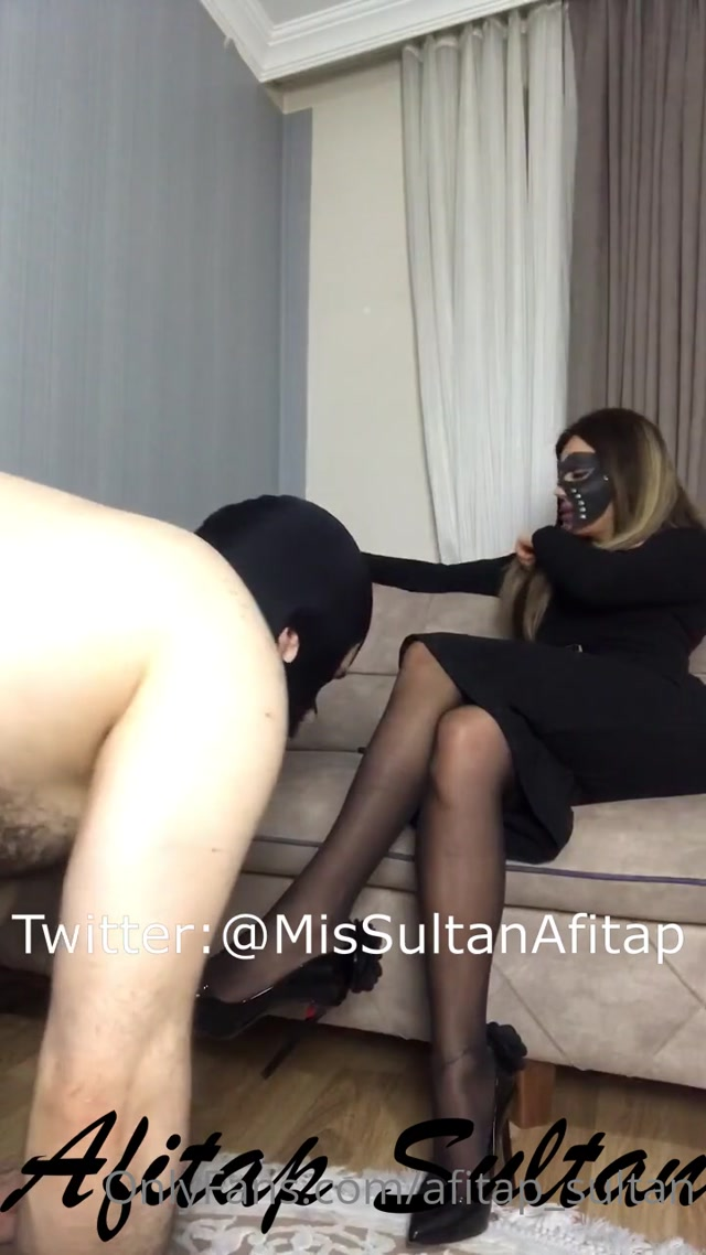 Afitap_sultan___gimp_loves_sweaty_stinky_nylons.mp4.00001.jpg