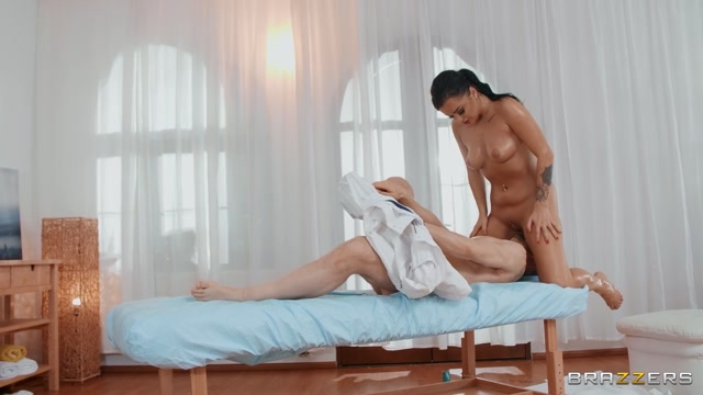 Brazzers_-_DirtyMasseur_presents_Daphne_Klyde_-_Daphne_Turns_The_Massage_Table___06.02.2021.mp4.00008.jpg