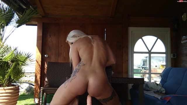 Daniela_Hansson_in_fitness_training_in_the_garden_has_become_cool_and_dildo_ridden_to_orgasm_with_danielacorahansson.mp4.00015.jpg