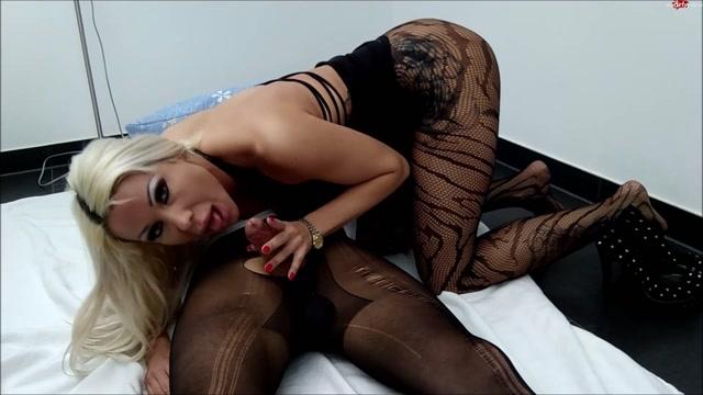 Daniela_Hansson_in_nylon_fetish_extreme_foot___hand___blowjob_plus_horny_ridden_with_danielacorahansson.mp4.00004.jpg