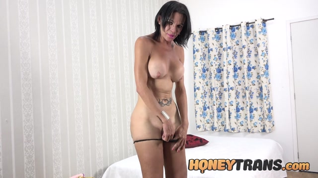 HoneyTrans_presents_Alessia_Barbosa_Milf_Tgirl_Alessia_Barbosa_Striptease_And_Masturbation___09.02.2021.mp4.00000.jpg
