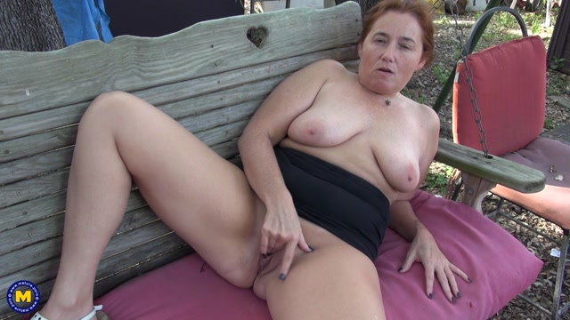 Mature.nl_-_Gypsy_Leigh__48__-_Curvy_Gypsy_Leigh_is_getting_naked_in_the_forest_to_show_off_her_big_butt_-_13-02-2021.mp4.00005.jpg