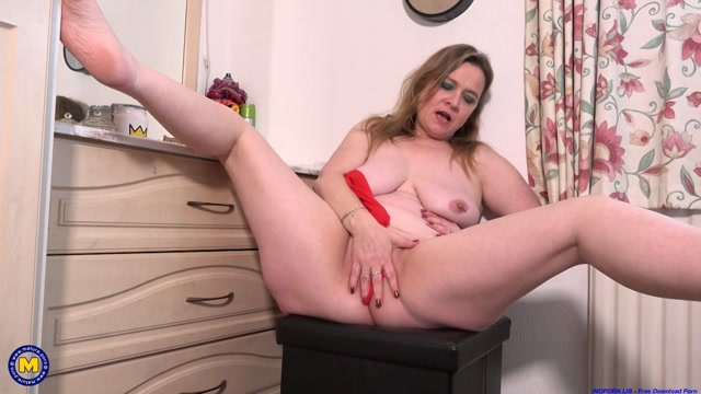 Mature.nl_presents_Nel__EU___45__-_Big_Booty_mature_Nell_shows_off_her_naughty_side.mp4.00012.jpg