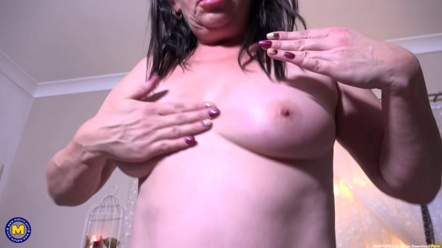 Mature.nl_presents_Vicky_Anne__EU___44__-_Mature_seductress_Vicky_Anne_goes_all_the_way.mp4.00012.jpg
