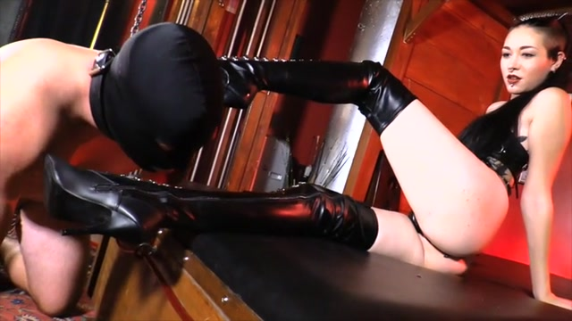 Mistress_Luzia_Lowe_-_Luzia_s_Boot_Cleaner.mp4.00007.jpg