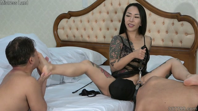 Mistress_Youko_is_Training_her_Slave_that_She_is_Raising_to_Eat_Semen_and_Brow.mp4.00007.jpg