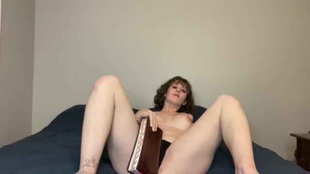 Mixxxie_-_Eat_my_Pussy__Jesus.mp4.00003.jpg