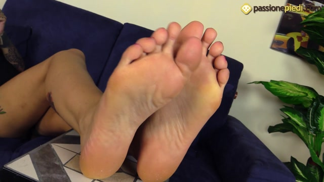 Passione_Piedi_-_Felisja_Piana_dylan_dog_Foot_Fetish_Beauties.mp4.00012.jpg