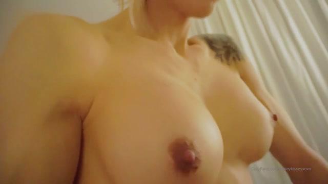 Casey_Kisses_-_Kylie_le_beau_has_such_a_nice_pussy.mp4.00014.jpg