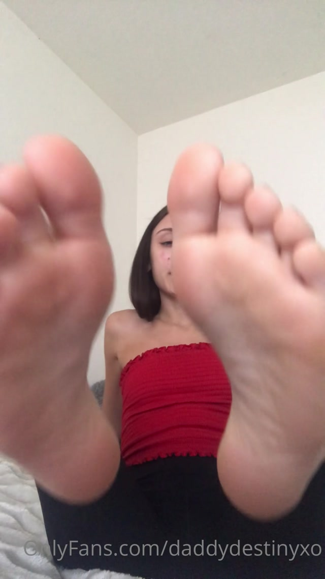 Watch Online Porn – DaddyDestinyXO – Daddy Destiny – Up close soles JOI w some spit (MP4, UltraHD/2K, 1080×1920)