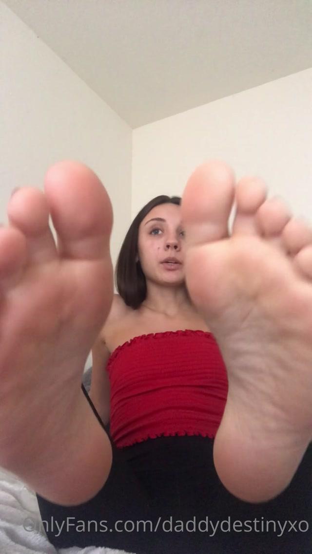 Watch Online Porn – DaddyDestinyXO Up close soles JOI w some spit Video (MP4, UltraHD/2K, 1080×1920)