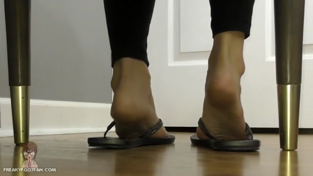 Freaky_Foot_Fan___Toe-curled_crazy_-_Orias_Bastet____24.19__Premium_user_request_.mp4.00010.jpg