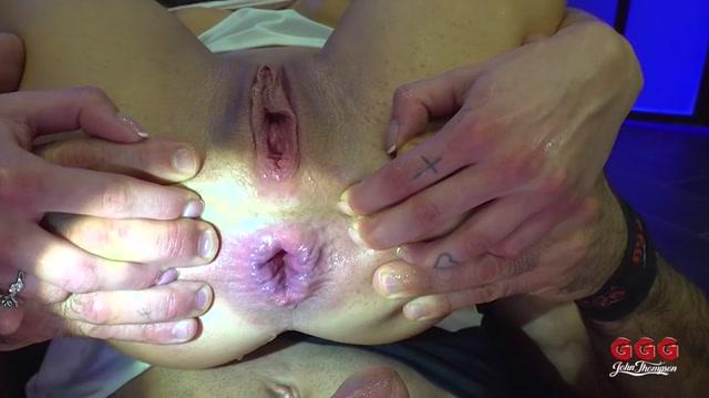 Watch Online Porn – GGG presents Silvia Dellai, Julie Skyhigh – Bukkake Anal 1 (MP4, SD, 720×404)