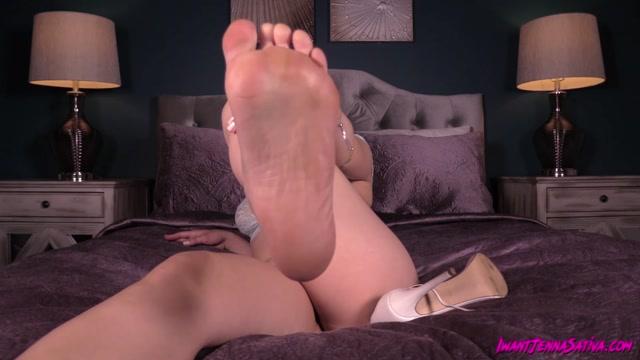 Jenna_Sativa_-_Training_My_Foot_Slave.mp4.00012.jpg